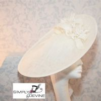 Fascinator/Hatinator in Pale Ivory NR353